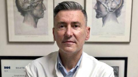 José María Vázquez es un prestigioso psiquiatra, hijo de Portomarín pero nacido en Barcelona, que ayer habló a alumnos del Lucus Augusti