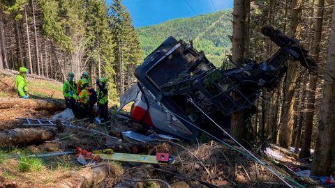 Imagen de archivo de cómo quedó la cabina del teleférico que cayó en Stresa, en el norte de Italia
