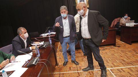 Rafa Domínguez (PP), Miguel Anxo Fernández Lores (BNG) y Tino Fernández (PSOE), en un pleno de octubre del 2020