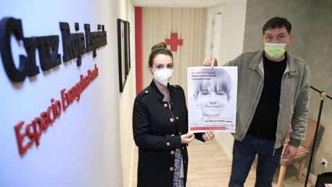 Trabajadores de Cruz Roja en un local donado en herencia por una lucense, que lleva su nombre, Evangelina Penela