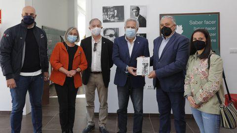a vicepresidenta do Padroado do Museo do Pobo Galego, Concha Losada, e mailo director do Museo, Manuel Vilar.