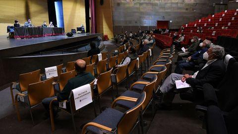 Asamblea vecinal celebrada en el Pazo da Cultura sobre el plan de transporte a demanda