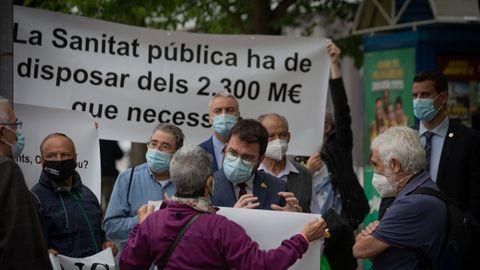 El presidente Aragonès fue recibido ayer en su primer acto oficial, en Sabadell, por una manifestación a favor de la sanidad pública