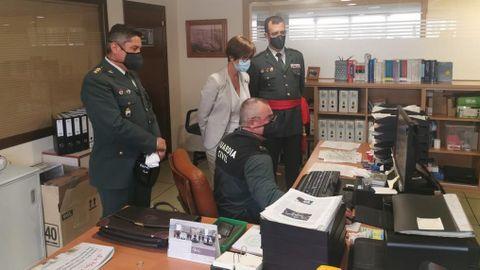 La directora de la Guardia Civil, María Gámez, este miércoles en la Comandancia de A Coruña, acompañada por el general Rodríguez y por el coronel Jambrina