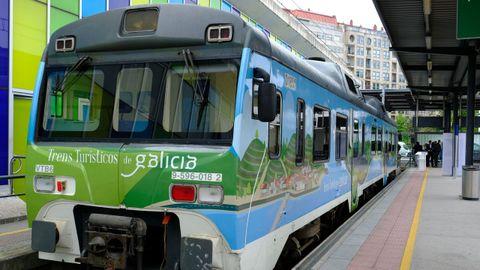 Uno de los convoyes utilizados en anteriores campañas del servicio Trens Turísticos de Galicia, que empezó a funcionar en el 2013