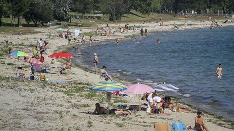 Imagen de la playa de Barraña de Boiro, concello que continúa en el nivel medio de restricciones