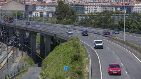 La SC-11 a su paso por el viaducto sobre la vía del tren