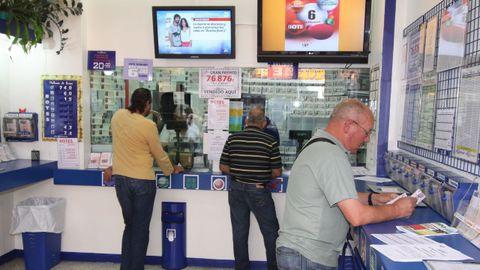 Imagen de archivo de la administración de loterías número 2 de Boiro, donde se selló el boleto ganador