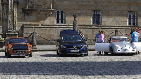 El movimiento también se dejó ver en los coches que llegaron al Hostal