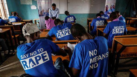 Estudiantes en una clase de Nigeria