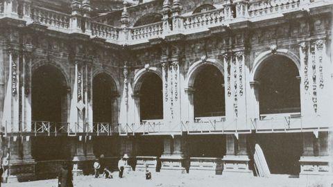 Claustro de la Catedral de Lugo en 1896, en los preparativos del Congreso Eucarístico