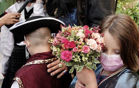 Uns dos momentos da voda do Jack Sparrow vigués. Finalmente a cerimonia puido celebrarse despois de que a parella se quitase parte do disfraz e así poder pasar o control de seguridade. 26/05/2021