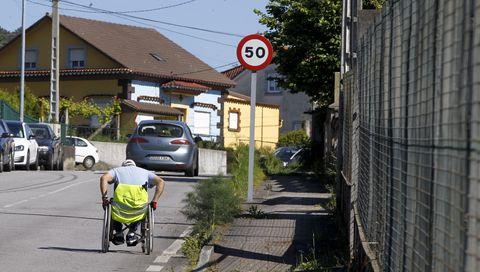 Esta fotografía tomada en Valga, pon de manifesto o longo camiño por percorrer para a eliminación de barreiras, que fagan accesibles todos os espazos ás persoas con cadeiras de rodas. 3/05/2021