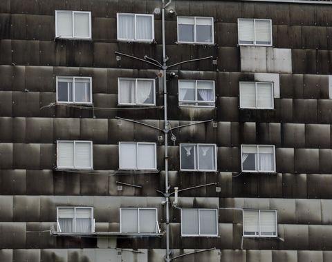 Feismo. Fachada de un edificio no Milladoiro. 9/05/2021