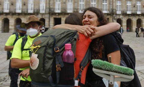 Regresan os abrazos ó Obradoiro. Chegada de peregrinos portugueses. 24/05/2021