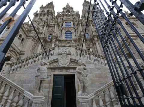 A fachada da catedral de Santiago de Compostela xa se pode contemplar libre de andamios despois de 8 longos anos. 21/05/2021