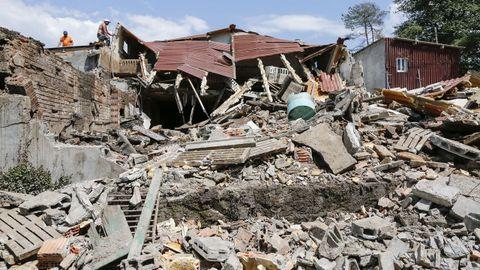 Daños en una granja porcina de Cotales (Piñor, Ourense) después de sufrir un derrumbe parcial