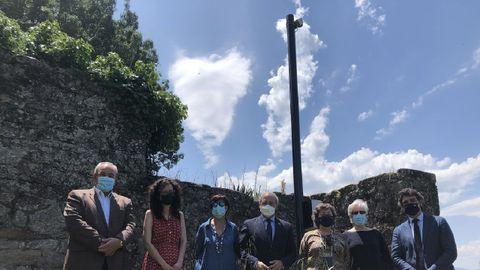 Representantes del Ayuntamiento y la Xunta al pie de la cámara web de MeteoGalicia