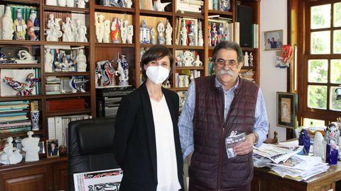 A concelleira de Cultura, Sonia Outón, visitou o estudo de Vizoso en Brión