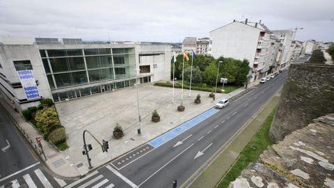 Vistas del edificio administrativo de la Xunta de Lugo desde la Muralla