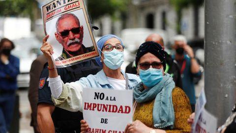 Un grupo de marroquíes, en una manifestación este martes en Madrid contra el líder del Polisario, Brahim Gali