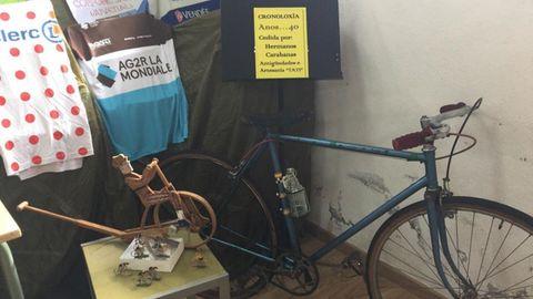 Bicicletas de los años 40 en la sala de exposición