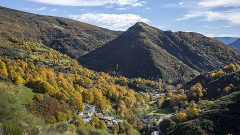 Los críticos del proyecto del parque eólico de Barjas dicen que perjudicaría el medio ambiente y el paisaje de lugares como la aldea de Visuña, en el municipio de Folgoso do Courel