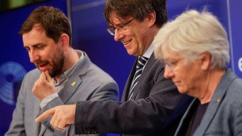 Toni Comin, Carles Puigdemont y Clara Ponsati, en una imagen de archivo en Bruselas