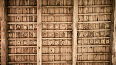 Interior de la iglesia de Penamaior, con artesanoado