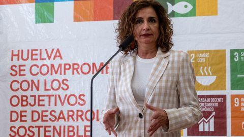 La portavoz del Gobierno, María Jesús Montero, este jueves, durante una comparecencia en Huelva.