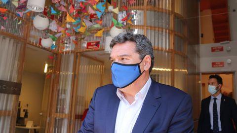 El ministro Escrivá, durante la visita al centro de recursos de Save the Children
