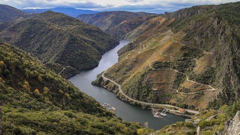 Panorámica de la Ribeira Sacra en la zona de los viñedos de Doade tomada el pasado octubre desde el mirador de As Penas de Matacás
