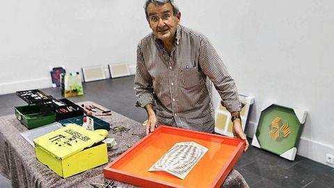 José Santamarina, con una de sus obras