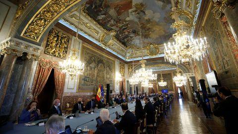 Los reyes Felipe VI y Letizia presiden la reunión anual de los miembros de los patronatos de la Fundación Princesa de Asturias este viernes en el Palacio Real, Madrid