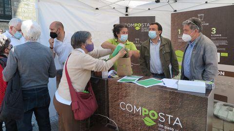 Carpa informativa sobre compostaje en Pontevedra