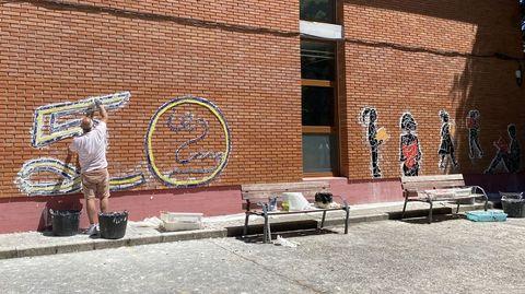 Un mural conmemora el 50 aniversario del IES Martaguisela