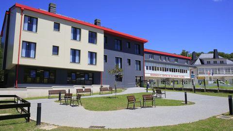 Acto de inauguración de la residencia de mayores que construyó la Diputación de Lugo en Pedrafita