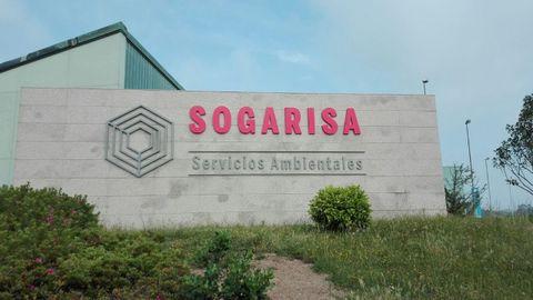 Acceso a las instalaciones de Sogarisa, en el polígono industrial de As Somozas