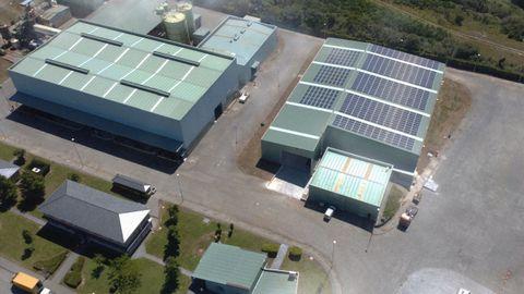 Nueva nave de trabajo de la planta de Sogarisa, con una cubierta formada por 740 placas solares