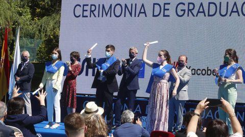 El vicepresidente de la Xunta, Alfonso Rueda; la directora de Turismo de Galicia, Nava Castro; y el rector de la USC, Antonio López, presidieron el acto de graduación en el CSHG.