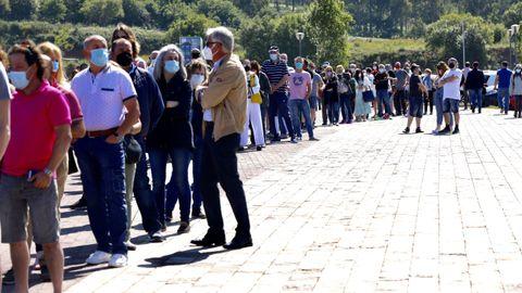Colas de gente en el Gaiás, citada este domingo para vacunarse