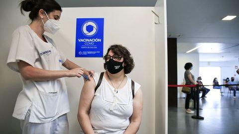 Continúan las vacunaciones masivas en el HULA