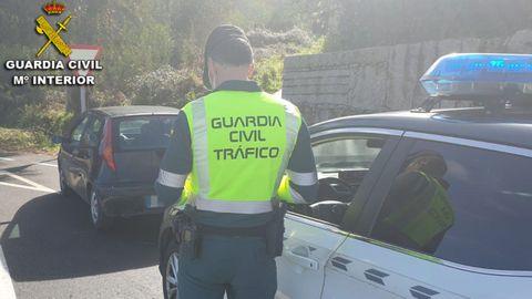 Intervención de la Guardia Civil de Tráfico de Pontevedra, en una imagen de archivo