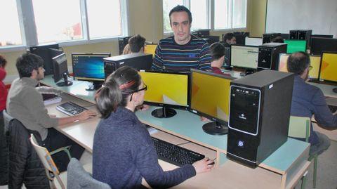 Estudiantes de un ciclo de informática en el instituto A Pinguela, de Monforte