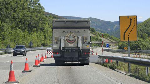 Cortes de carriles a la salida y entrada del túnel de Pedrafita