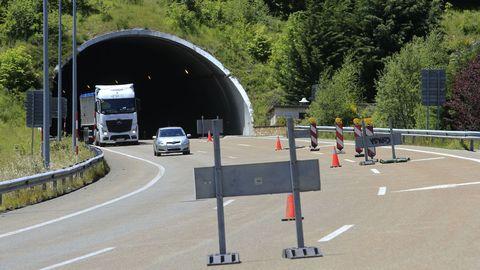 Cortes de carriles a la salida y entrad del túnel de Pedrafita