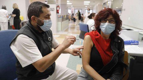 Ayer estaban citados en Burela para la vacuna 1.500 mariñanos de entre 50 y 59 años