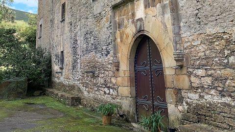 Puerta de entrada del palacio de Doriga