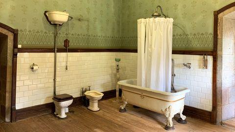 Uno de los baños del palacio de Doriga