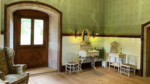 Parte de uno de los baños del palacio de Doriga